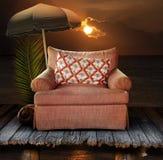 Chaise sur le dock avec le coucher du soleil Photo stock