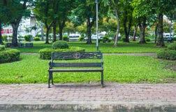 Chaise sur le parc Photographie stock