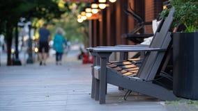 Chaise sur le patio extérieur images stock