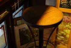 Chaise vide en café image libre de droits