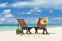 Chaise zitkamer bij strand Royalty-vrije Stock Foto