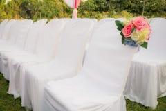 Chaises blanches vides Image libre de droits