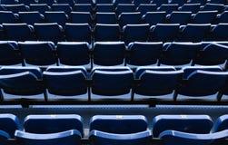 Chaises bleues de stade en Thaïlande Images stock