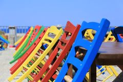 Chaises colorées à Rethymnon, île de Crète, Grèce Images stock