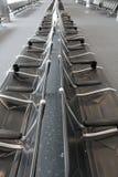 Chaises d'aéroport, vides Photographie stock libre de droits