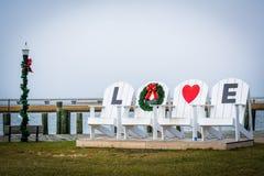 Chaises d'AMOUR de la Virginie au parc de bord de mer, dans Chincoteague ISL Images libres de droits