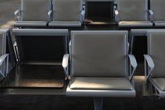 Chaises dans l'aéroport Photos libres de droits