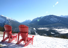 Chaises dans la neige Photos libres de droits