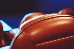 Chaises dans le cinéma Image stock