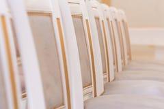 Chaises dans un intérieur moderne Image stock