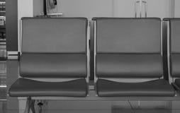 Chaises de attente à l'aéroport dans Saigon, Vietnam Photographie stock