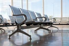 Chaises de attente en acier de gare routière Image stock