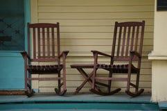 Chaises de basculage de porche Image libre de droits