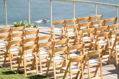 Chaises de décor de mariage photographie stock