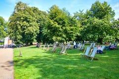 Chaises de jardin en Hyde Park Photographie stock libre de droits