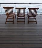 Chaises de plate-forme en bois de bateau de croisière Images stock