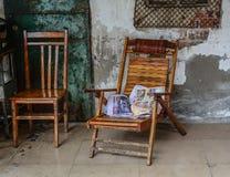Chaises en bois de style chinois image libre de droits