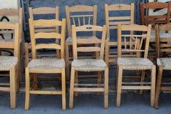 Chaises en osier en bois photographie stock