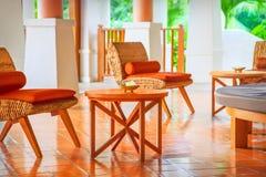 Chaises en osier et table Photographie stock