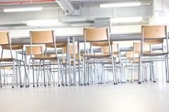 Chaises et tables Photos stock