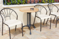 Chaises et tables modernes Photographie stock libre de droits
