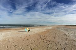 chaises le temps de jour de plage Images stock