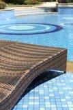 Chaises par la piscine Images stock