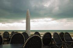 Chaises sur la mer Image stock