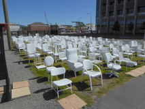 185 chaises vides Image stock