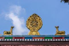 Chakra och hjortar på Namdroling den buddistiska kloster, Coorg Indien Arkivfoto