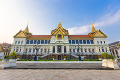 Chakri Maha Prasat Throne Hall på den storslagna slotten, intelligens för Wat prakaew Royaltyfri Bild