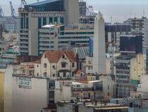 Chalé sobre uma construção da avenida de 9 de Julio e uma opinião aérea do obelisco - Buenos Aires, Argentina Imagem de Stock