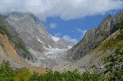 Chalaadi冰川视图在Svaneti,乔治亚 库存照片