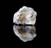 Chalcopyrite dans le cristal de quartz Photographie stock libre de droits