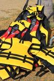 Chaleco salvavidas amarillo imagen de archivo