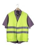 Chaleco y camisa de la construcción en una suspensión de madera fotos de archivo libres de regalías