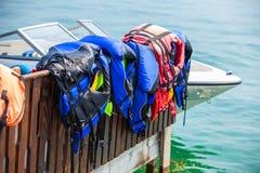 Chalecos salvavidas en la playa fotografía de archivo libre de regalías