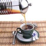 Chaleira de chá no copo verde fotografia de stock royalty free