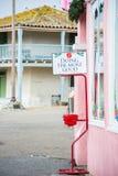 A chaleira do vermelho da doação do feriado do exército de salvação vertical Fotos de Stock Royalty Free