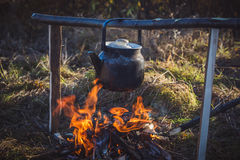 Chaleira no fogo Fotos de Stock