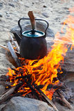 Chaleira no incêndio foto de stock royalty free