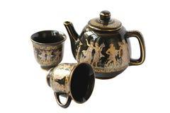 Chaleira preta para o chá da fabricação de cerveja com um ouro Imagem de Stock Royalty Free