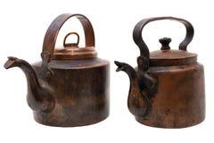 Chaleiras de cobre antigas isoladas no branco Imagens de Stock Royalty Free