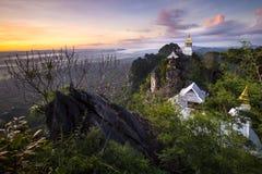 Chalermprakiat świątynia przy wschodem słońca, Lampang, Tajlandia Fotografia Stock