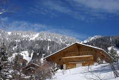 зима швейцарца chalet Стоковые Фото