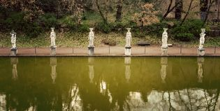 Chalet Adriana Canopus y cariátides de Hadrian Villa en Tivoli, Italia Fotos de archivo