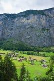 Chalet alla valle di Lauterbrunnen nel cantone di Berna della Svizzera Fotografia Stock Libera da Diritti