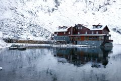 Chalet on Balea Lake surrounded by mountains Royalty Free Stock Photography