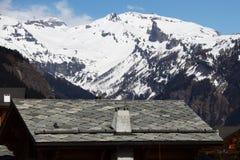 Chalet in bergen stock afbeelding