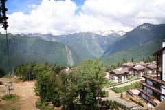 Chalet in bergen stock afbeeldingen
